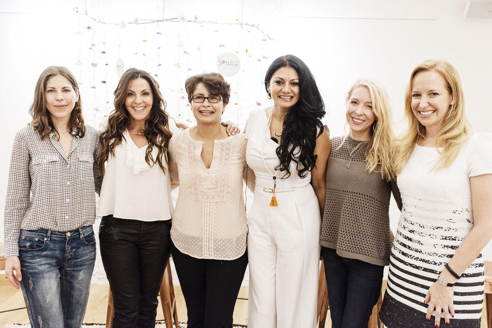 The-Beauty-of-Balance-with-Sonage-panelists-Robin-Berzin-Lavinia-Errico-Anisha-Khanna-Donna-D'Cruz-Sara-ReistadLong-Alexandra-WilkisWilson